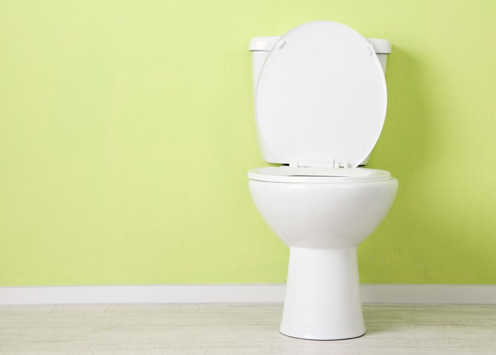 Ściana w łazience z sedesem wykonana z płyty gipsowo-kartonowej.